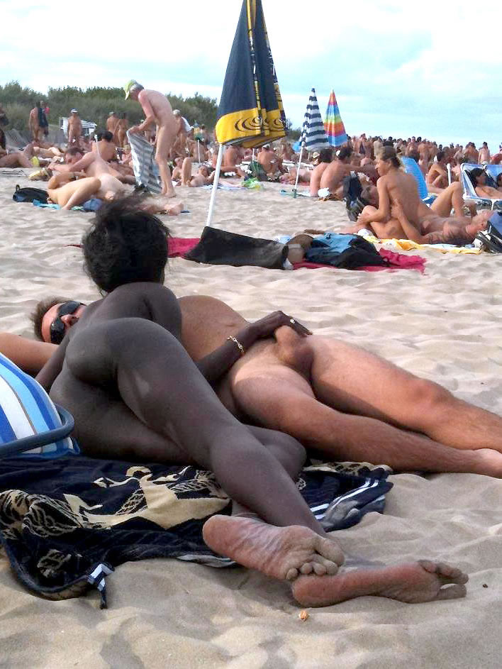 Voyeurcouple fucking on public beach as people go near 2