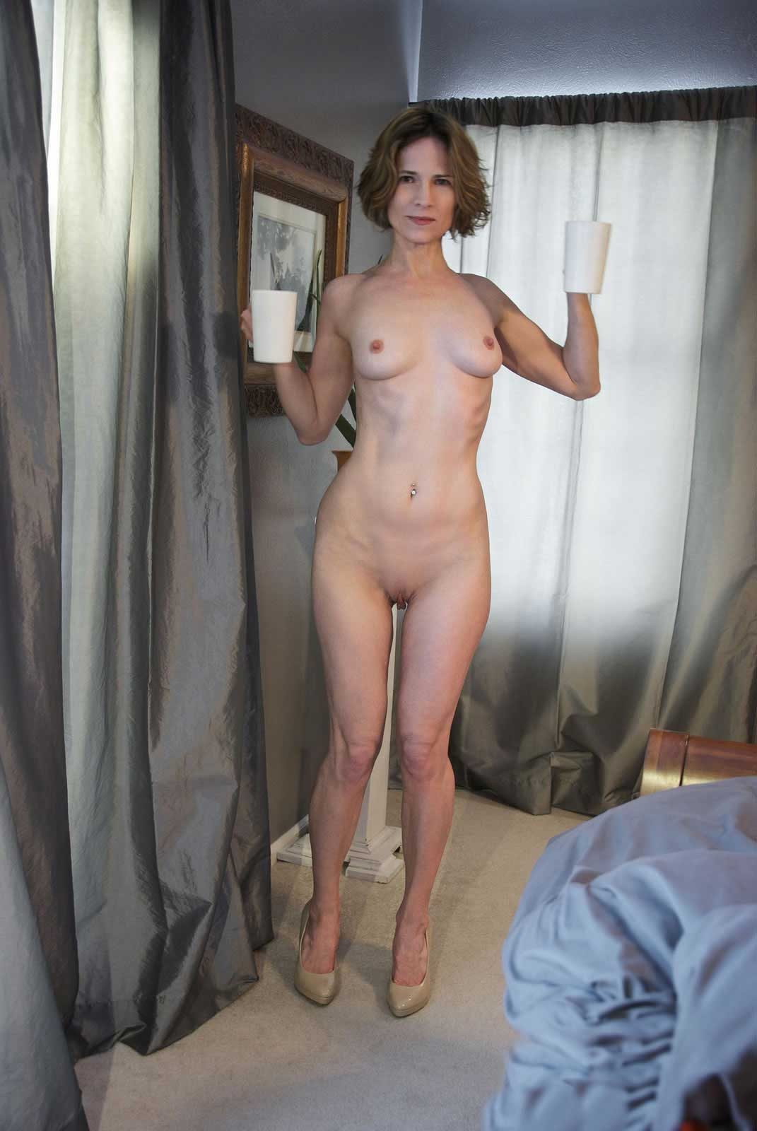 Amature mom tits naked