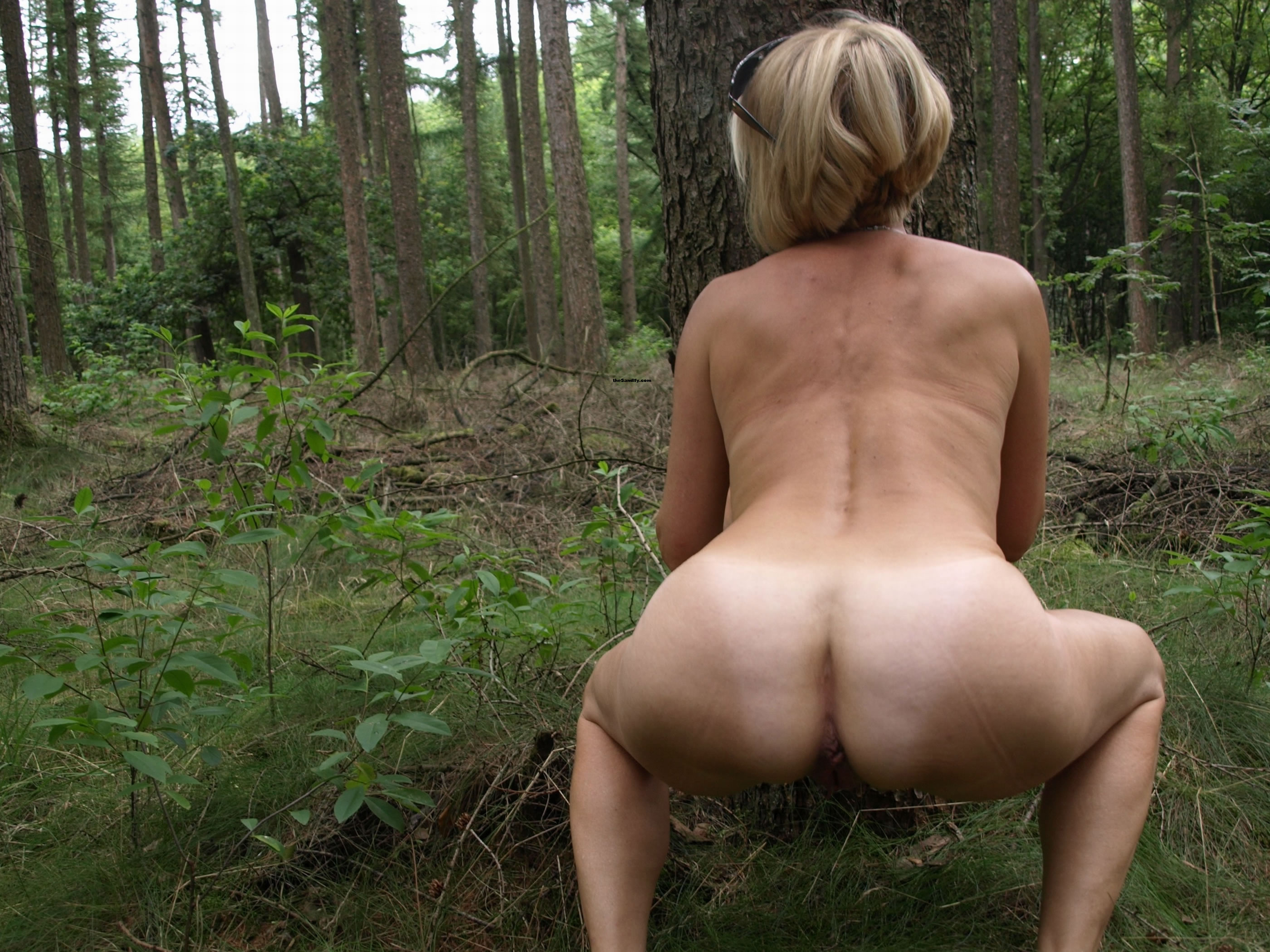 mooning girl naked piss